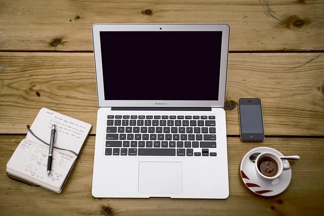 notebook, zápisník, káva, mobil