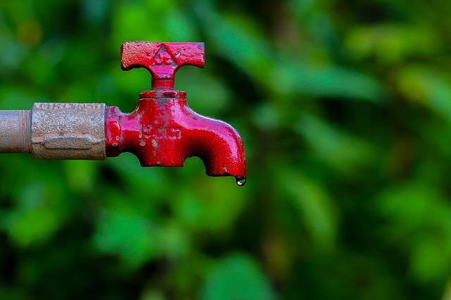kapka vody z kohoutku