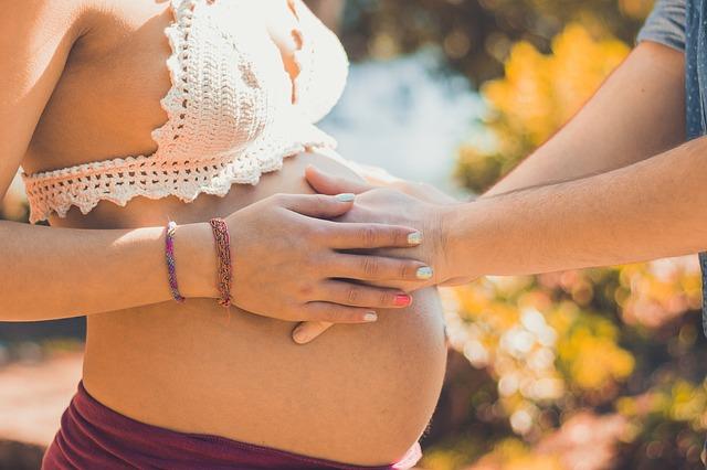 těhotenství břicho dotek